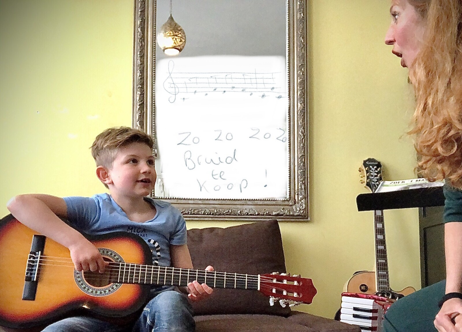 Alt Sarah Marieke van Lieshout zingt samen met haar zoon Samuel. Consensus Vocalis